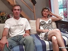 Любительская француз пар белән шөгыльләнә, секс камера каршында